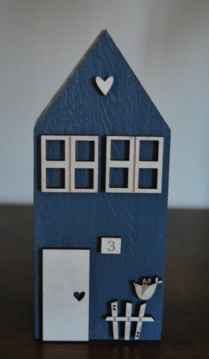 maison bleu deco blanche petite