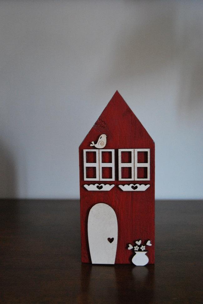 maison rouge deco blanche petite