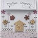Grange et fleurs rose